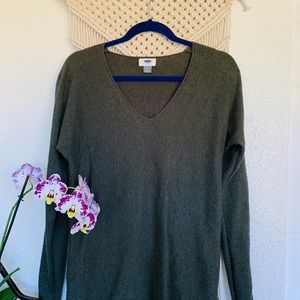 Old Navy Hunter Green V neck Sweater